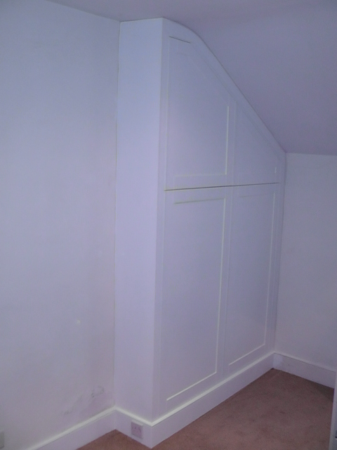 Bedroom wardobe, shaker style doors, painted MDF.JPG