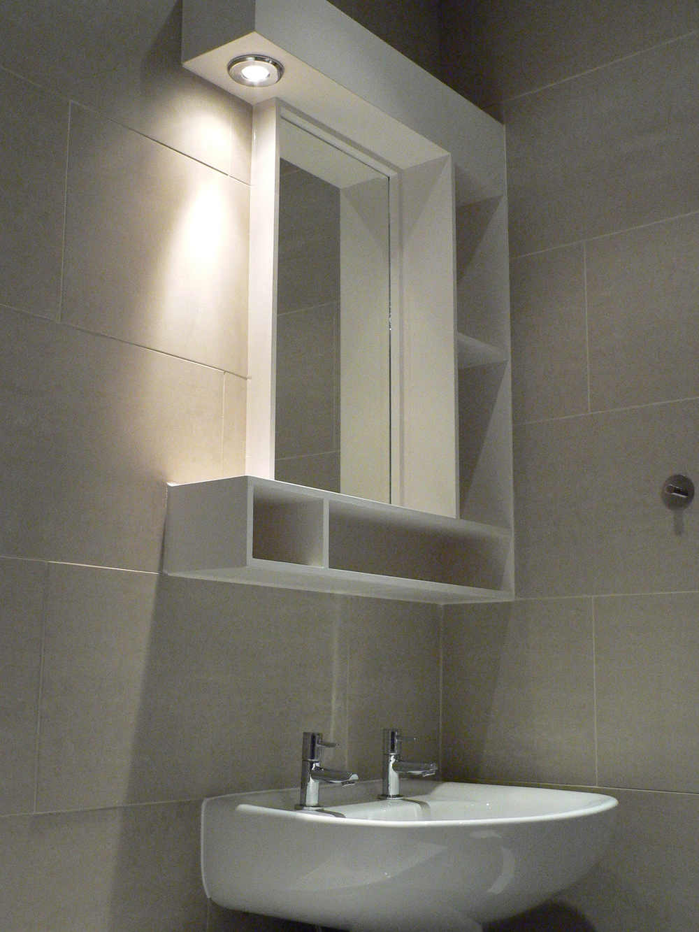 Heated mirror unit with lighting.JPG