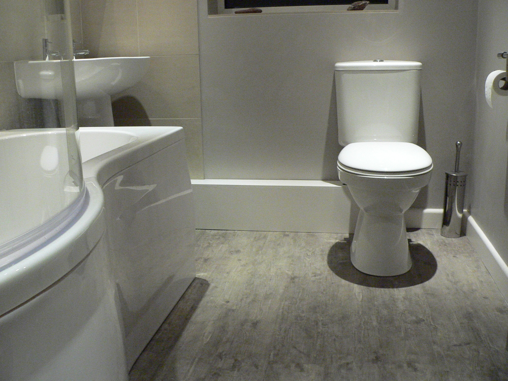 Karndean flooring, new bathroom suite.JPG