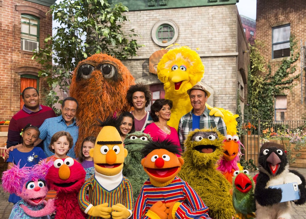 Chris, Alan, Snuffy, Big Bird, Leela, Mando, Maria, Luis, Bert, Ernie, Oscar, Abby, Elmo and kids