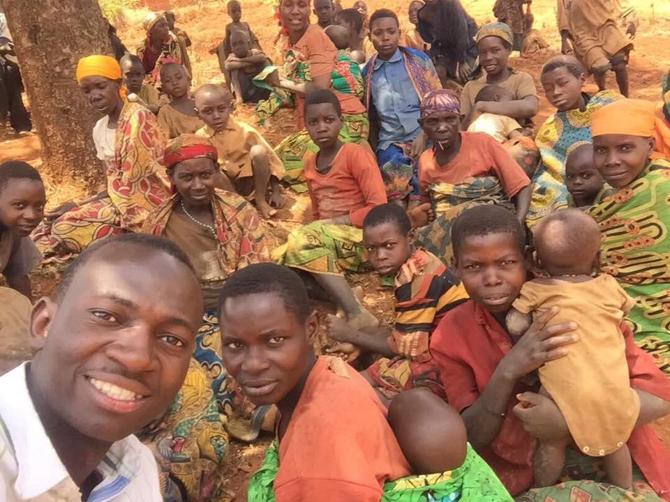 Pigmes in Burundi Africa.jpg