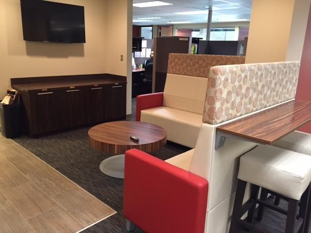 Lounge 9.JPG