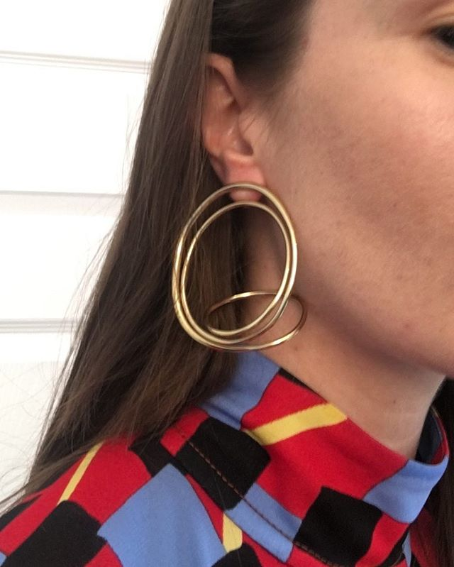 🌺 Ekaterina wearing Fluid earring | Available @doverstreetmarketnewyork #doverstreetmarket #completedworks