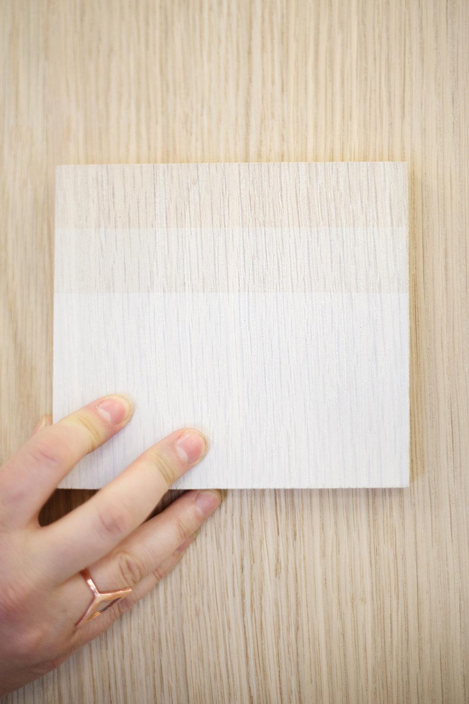 Nuances de blanc: quelques tests de teinture sur du chêne.