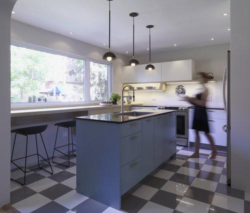 Small_Light_Blue_Kitchen_Retro_Checkered_Floors_cuisines-steam.jpg