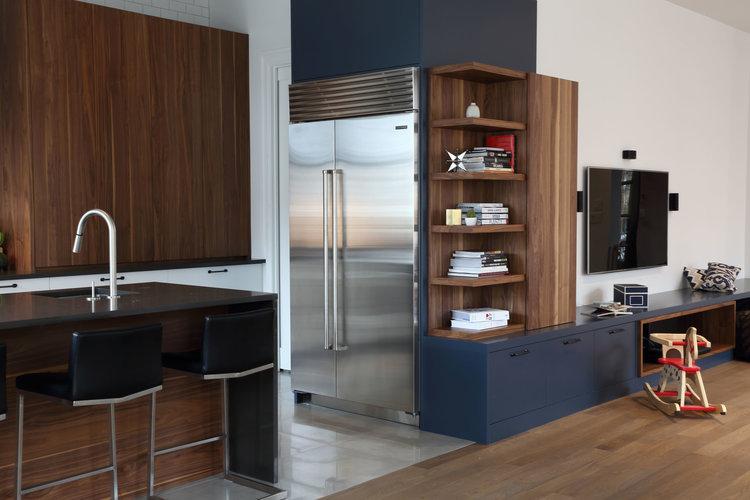 Navy_Blue_Contemporary_Kitchen_Subway_Tiles_Walnut_Black_Countertops_cuisines-steam.jpg