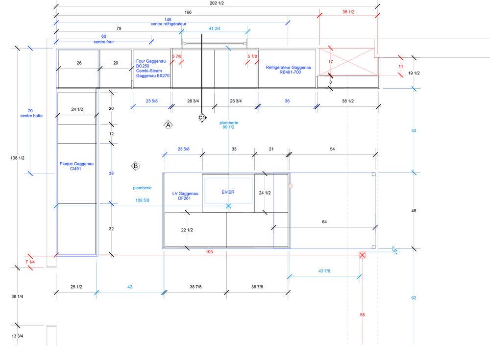 - Cette cuisine/salle de jeu se situe dans l'annexe d'une vieille demeure d'Outremont.Un parfait compromis entre la pièce à vivre et la cuisine de fonction pour une jeune famille pleine d'énergie!Le jeu des miroirs, en guise de dosseret, ajoute cette touche de réflexion qui permet à l'extérieur de pénétrer l'intérieur et d'ajouter une couleur supplémentaire à l'espace de vie.Matériaux: stratifié blanc,placage de noyer noir d'amérique effet planche,dosseret en miroir,comptoir de marbre carrare blanc.
