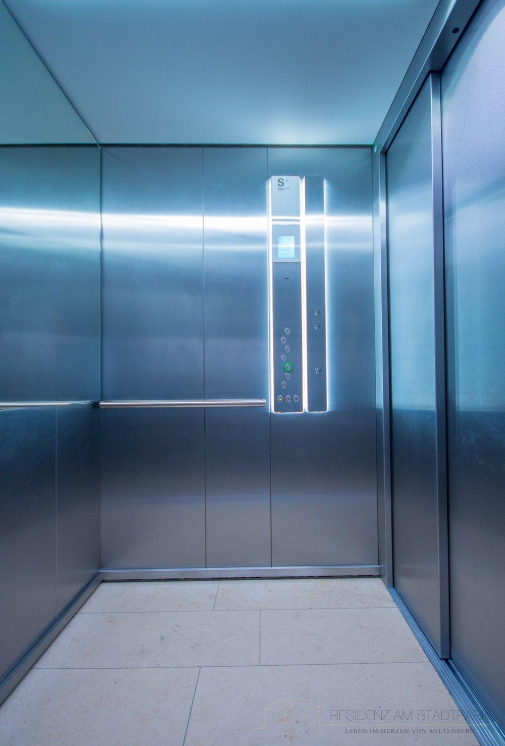 Modenster Aufzug.jpg