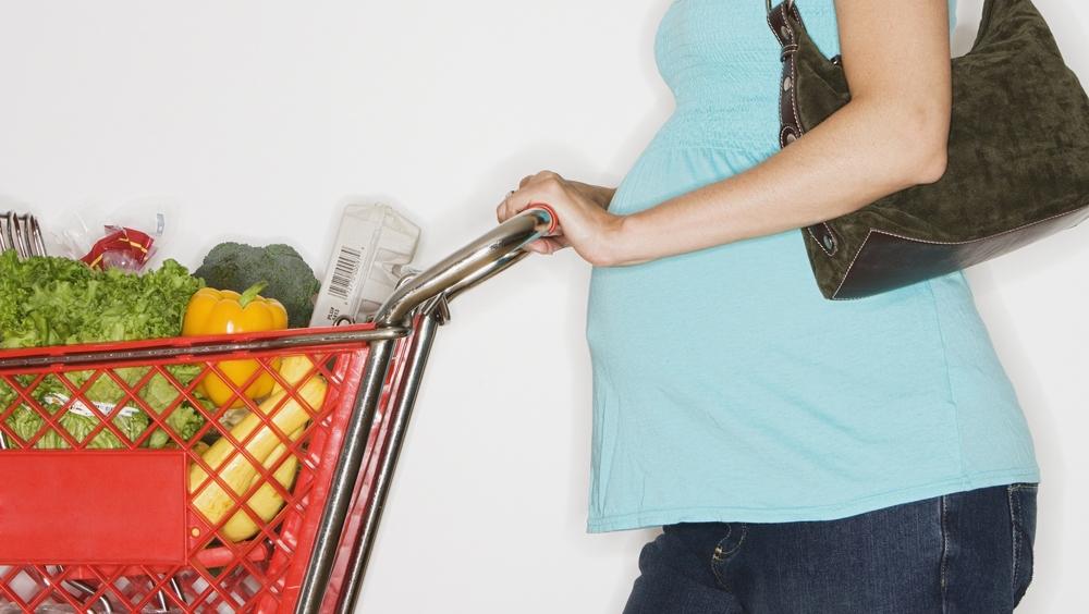 pregnant-woman-groceries.jpg