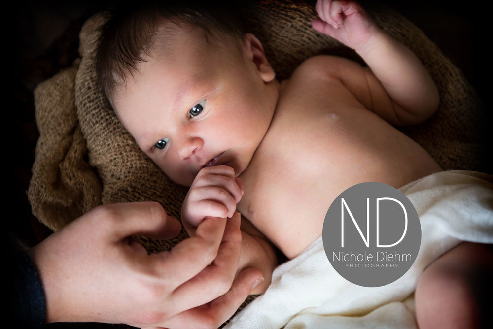 Newborn-Photography-wood-wicker-gold-cream-brown-Cedar-Falls-Iowa-mom-hand.jpg
