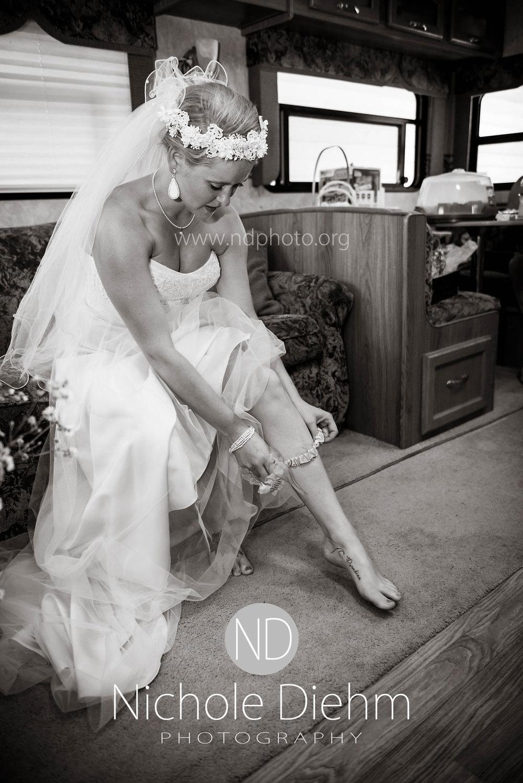 Sarah-and-Josh-Elsbecker-Outdoor-Wedding-Waterloo-Iowa-Photography-17.jpg