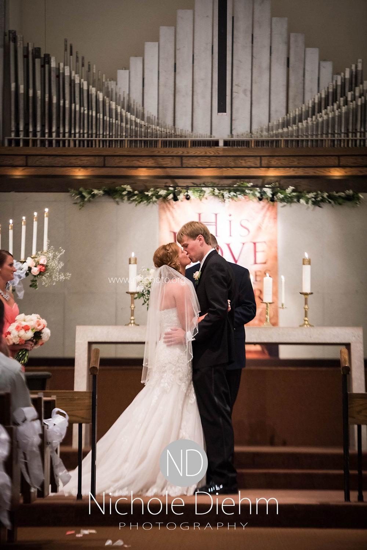 Brook-and-Stu-say-I-do-Cedar-Falls-Spencer-Iowa-ceremony2.jpg