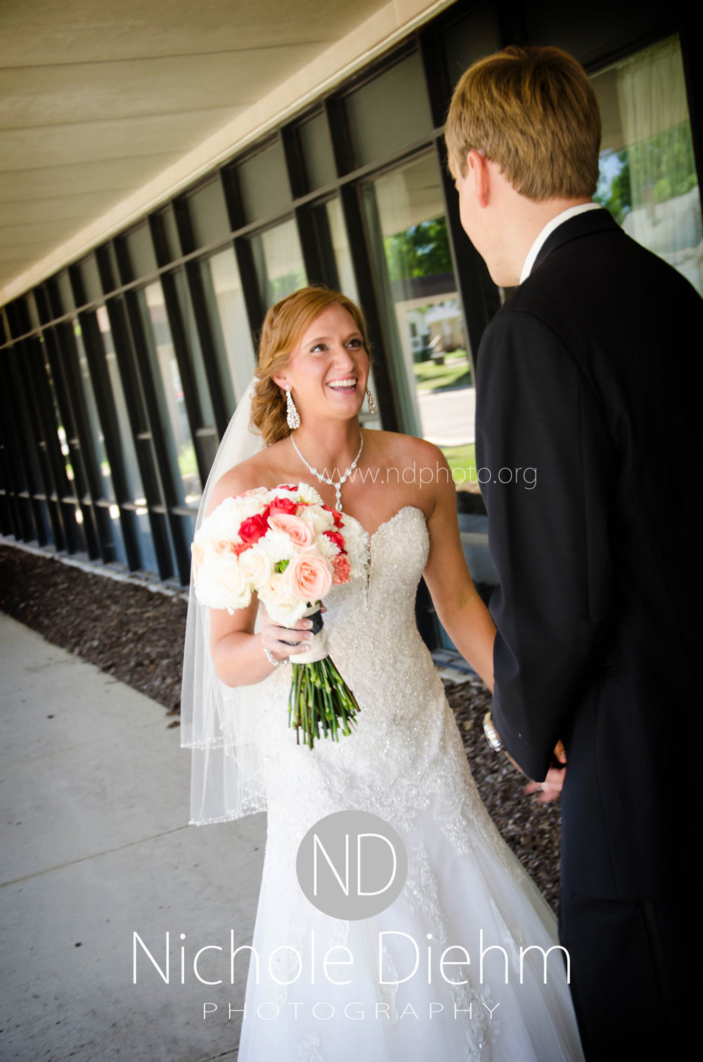 Brook-and-Stu-say-I-do-Cedar-Falls-Spencer-Iowa-first-look-1.jpg