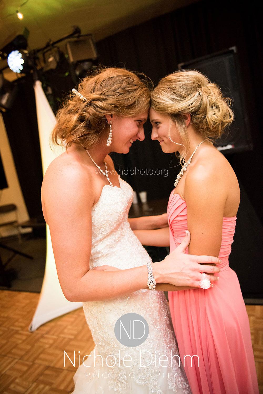 Brook-and-Stu-say-I-do-Cedar-Falls-Spencer-Iowa-reception-sisters-.jpg