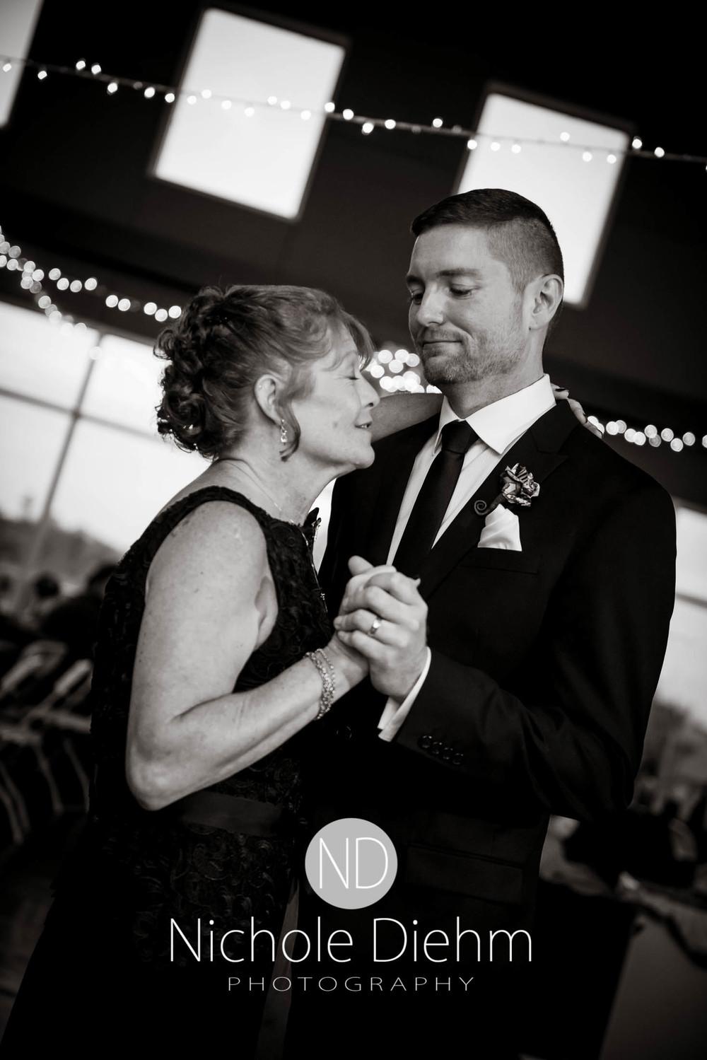 Cedar-Falls-Wedding-Photography-210.jpg