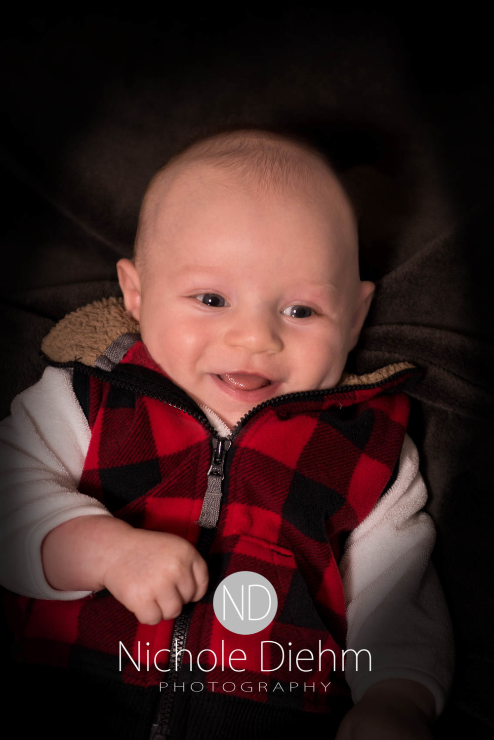 Cedar-falls-Rylan-3 month-Photography-Studio-gray-105 (1).jpg