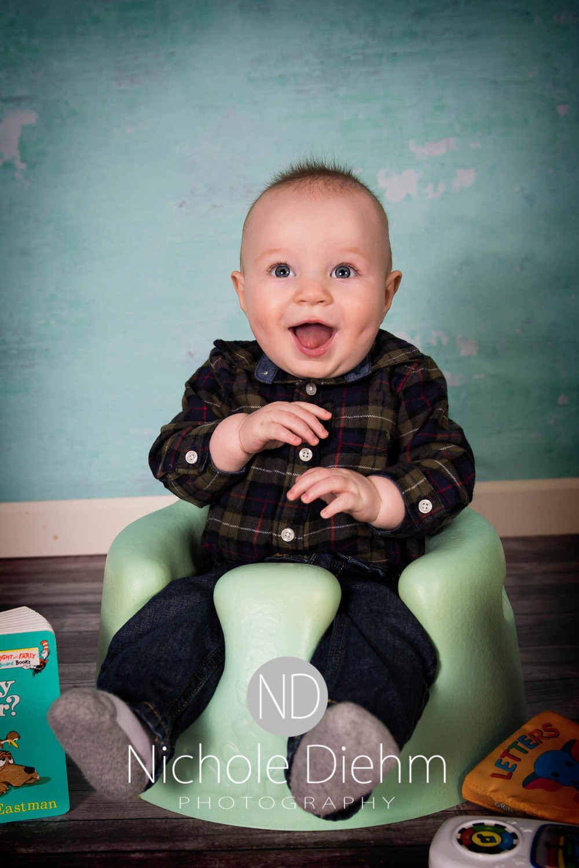 Cedar Falls Photographer Rylan 6 months Nichole Diehm Photography-6.jpg