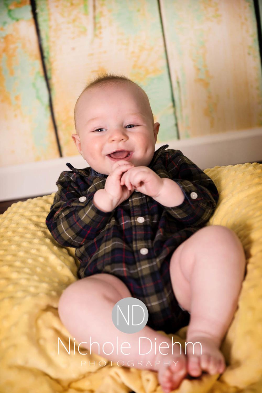 Cedar Falls Photographer Rylan 6 months Nichole Diehm Photography-7.jpg