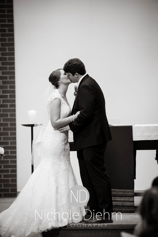 Katie-Schneider-Sam-Kelly-Wedding-Cedar-Falls-Iowa-Photographer-Nichole-Diehm-Photography-St.Stephens-Electric-Park-Ballroom-UNI1009.jpg