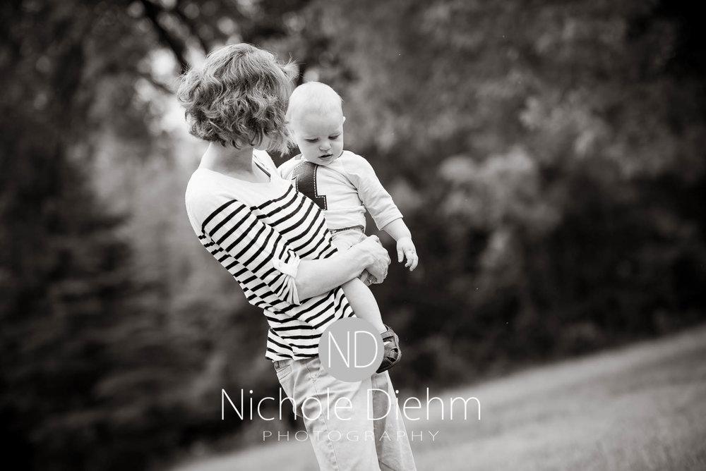 Cedar-Falls-Photographer-Nichole-Diehm-Baby-Rylan-1-year104.jpg
