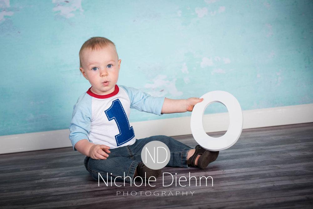 Cedar-Falls-Photographer-Nichole-Diehm-Baby-Rylan-1-year100.jpg
