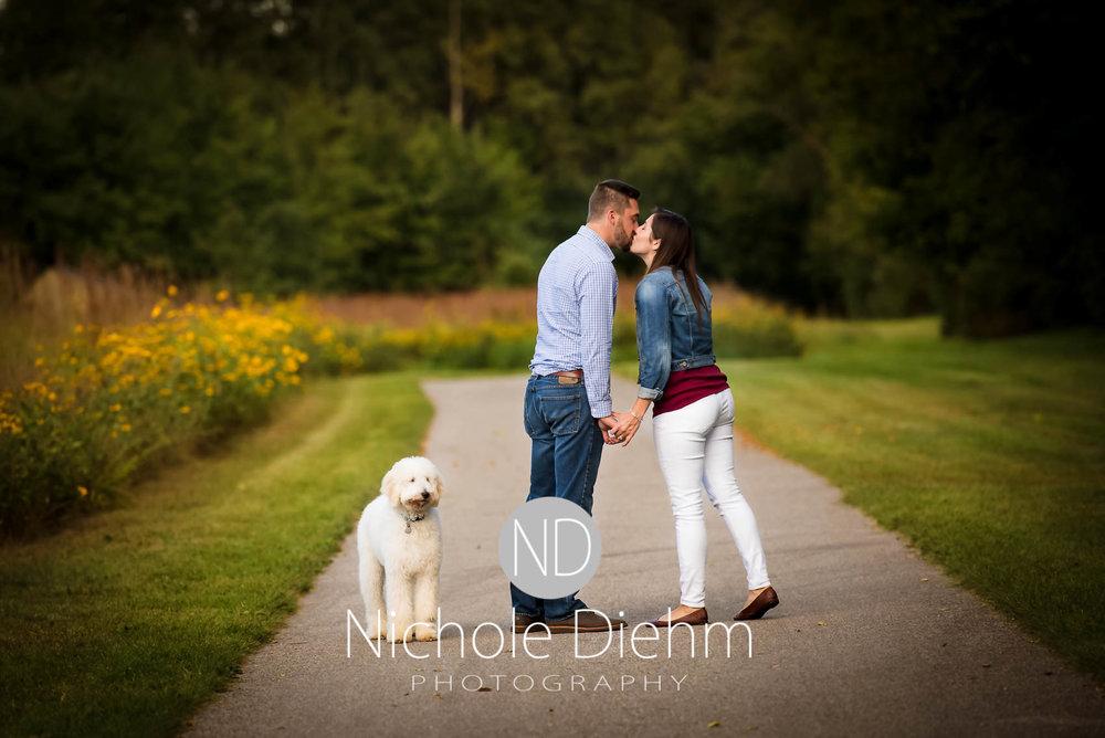 Nichole-Diehm-Photography-Cedar-Falls-Zach-Jess-September-Fall-Big-Woods121.jpg