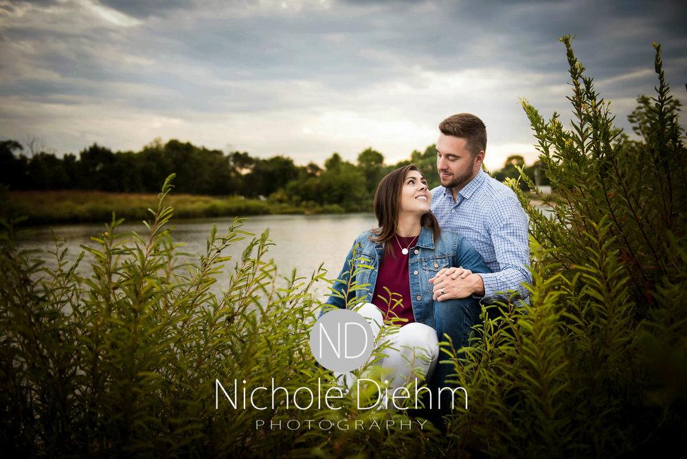 Nichole-Diehm-Photography-Cedar-Falls-Zach-Jess-September-Fall-Big-Woods125.jpg