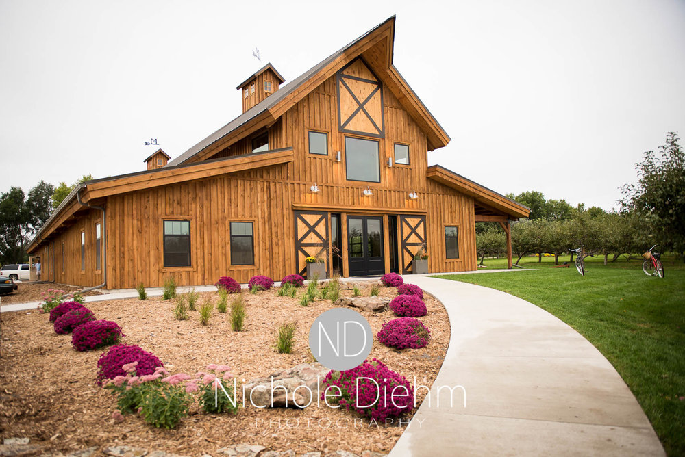 Cedar-Falls-Iowa-Wedding-Photographer-Sioux-Falls-South-Dakota-Emily-Stricklin-Jordy-Reinders-Meadow-Barn-Fall-Nichole-Diehm-Photography-Venue100.jpg