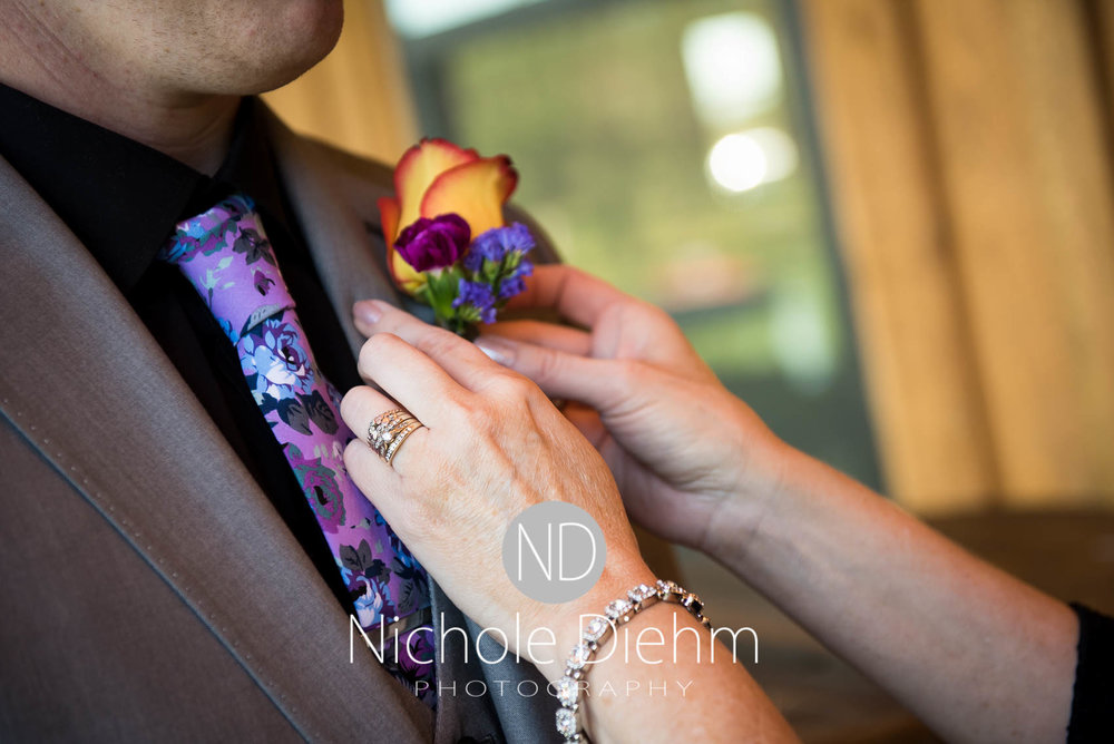 Cedar-Falls-Iowa-Wedding-Photographer-Sioux-Falls-South-Dakota-Emily-Stricklin-Jordy-Reinders-Meadow-Barn-Fall-Nichole-Diehm-Photography-Venue189.jpg