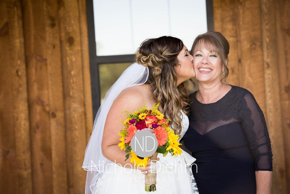 Cedar-Falls-Iowa-Wedding-Photographer-Sioux-Falls-South-Dakota-Emily-Stricklin-Jordy-Reinders-Meadow-Barn-Fall-Nichole-Diehm-Photography-Venue218.jpg