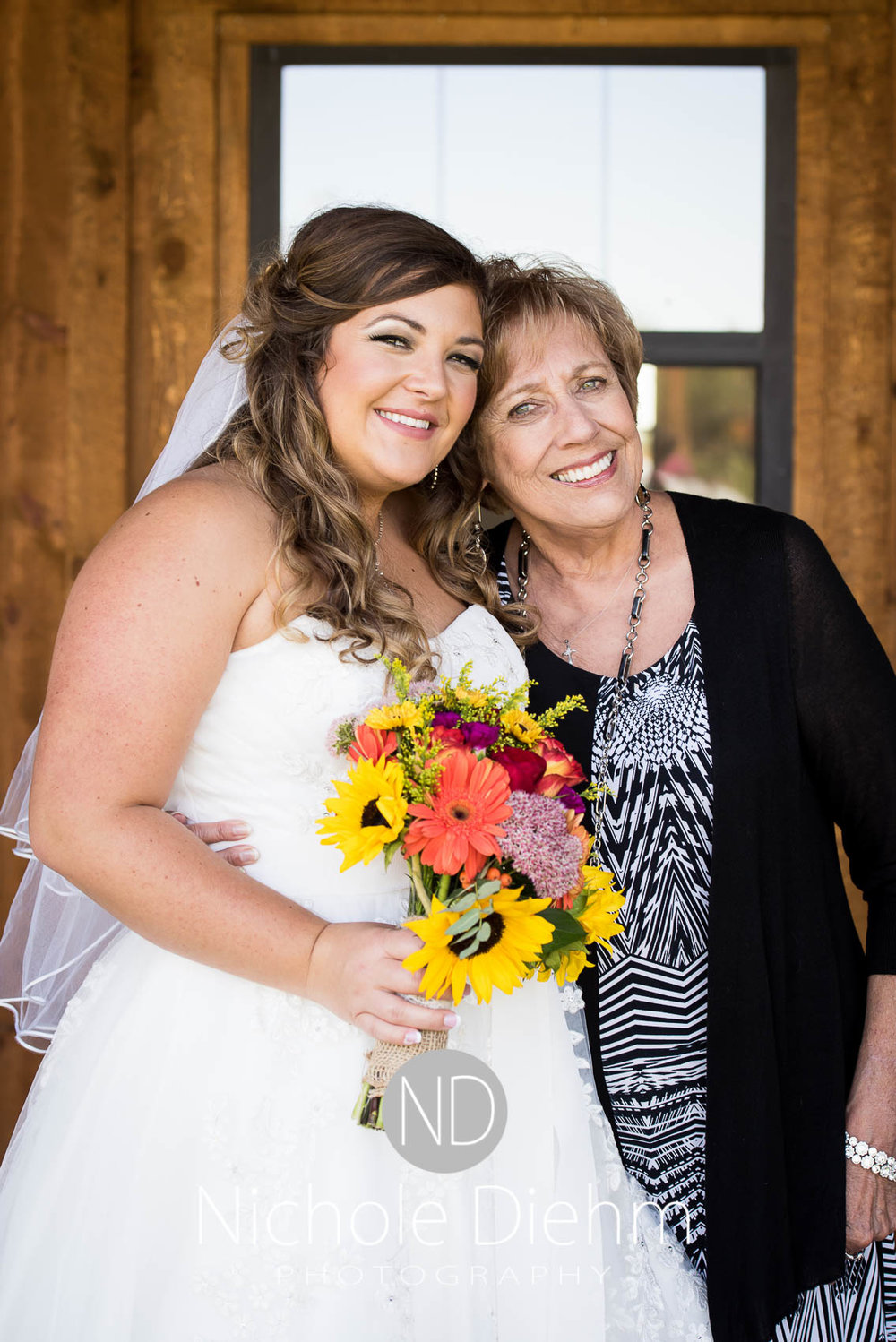 Cedar-Falls-Iowa-Wedding-Photographer-Sioux-Falls-South-Dakota-Emily-Stricklin-Jordy-Reinders-Meadow-Barn-Fall-Nichole-Diehm-Photography-Venue219.jpg