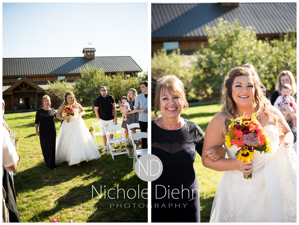 Cedar-Falls-Iowa-Wedding-Photographer-Sioux-Falls-South-Dakota-Emily-Stricklin-Jordy-Reinders-Meadow-Barn-Fall-Nichole-Diehm-Photography-Venue251a.jpg