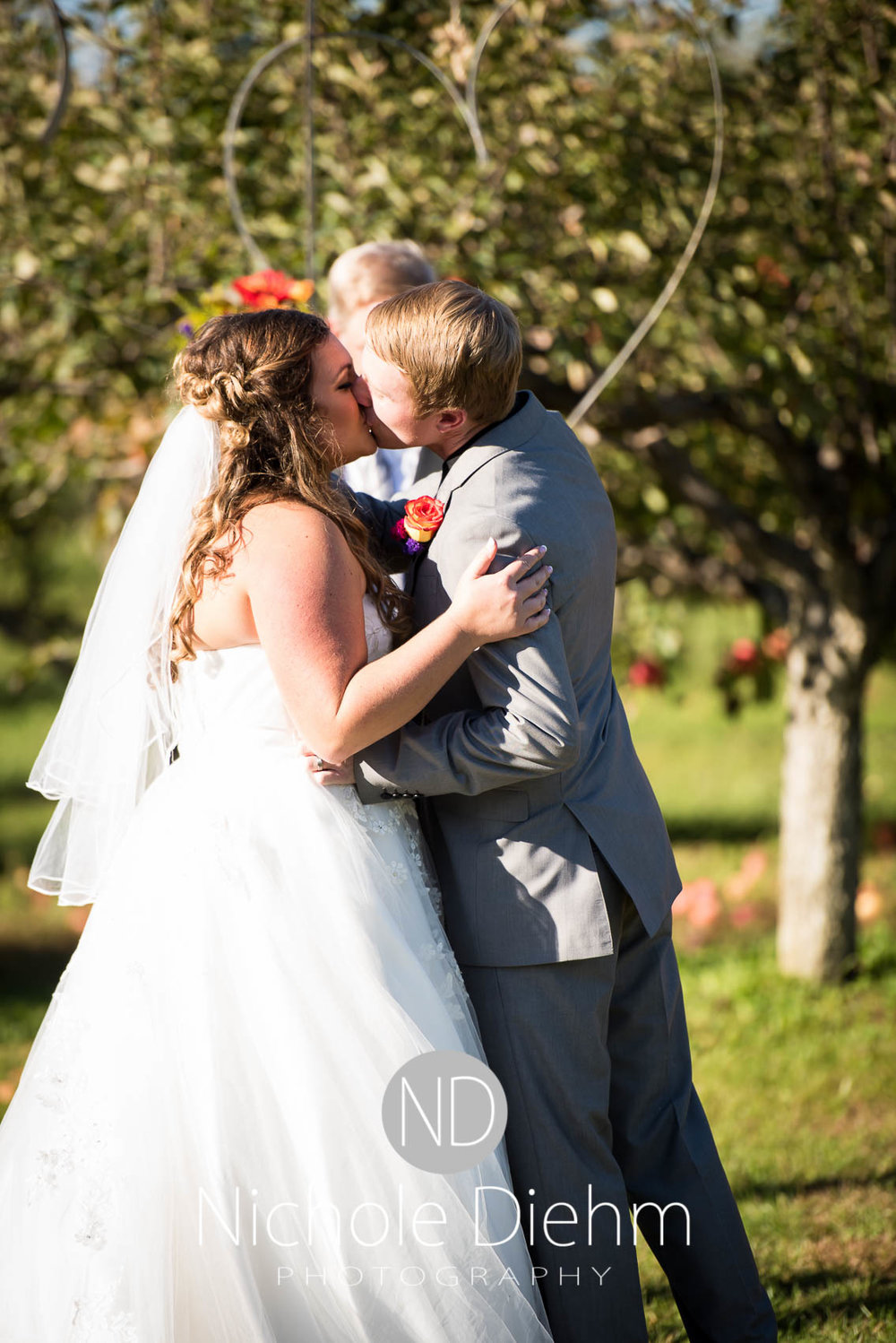 Cedar-Falls-Iowa-Wedding-Photographer-Sioux-Falls-South-Dakota-Emily-Stricklin-Jordy-Reinders-Meadow-Barn-Fall-Nichole-Diehm-Photography-Venue280.jpg