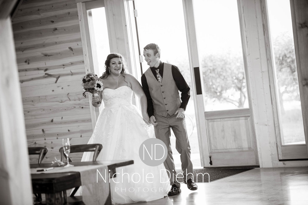 Cedar-Falls-Iowa-Wedding-Photographer-Sioux-Falls-South-Dakota-Emily-Stricklin-Jordy-Reinders-Meadow-Barn-Fall-Nichole-Diehm-Photography-Venue290.jpg