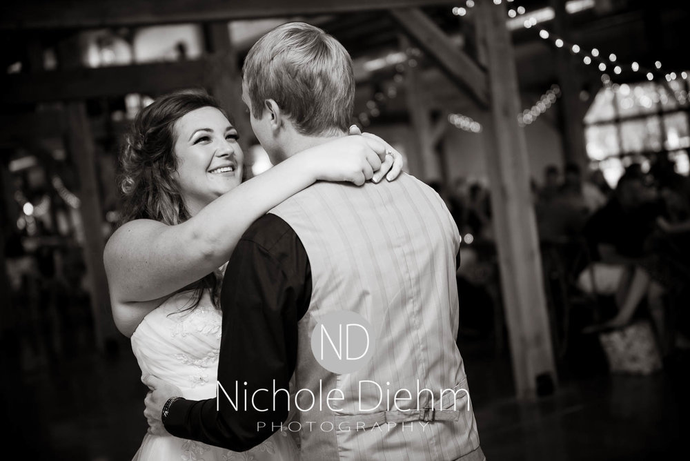 Cedar-Falls-Iowa-Wedding-Photographer-Sioux-Falls-South-Dakota-Emily-Stricklin-Jordy-Reinders-Meadow-Barn-Fall-Nichole-Diehm-Photography-Venue293.jpg
