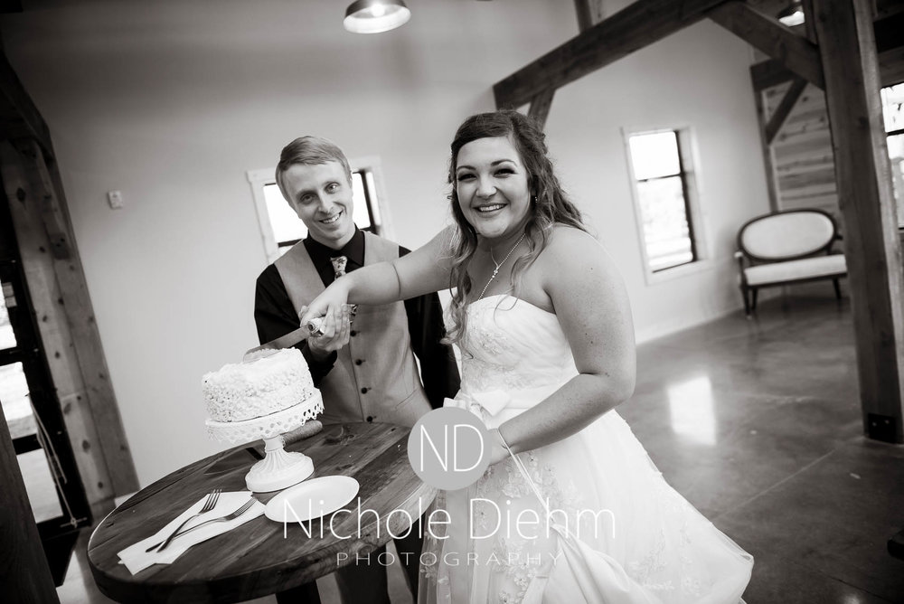 Cedar-Falls-Iowa-Wedding-Photographer-Sioux-Falls-South-Dakota-Emily-Stricklin-Jordy-Reinders-Meadow-Barn-Fall-Nichole-Diehm-Photography-Venue295.jpg