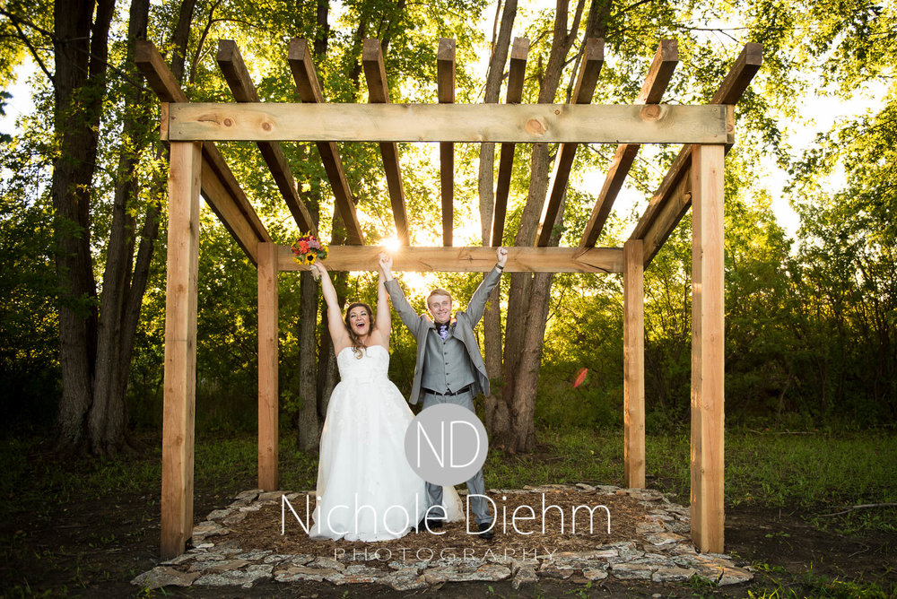 Cedar-Falls-Iowa-Wedding-Photographer-Sioux-Falls-South-Dakota-Emily-Stricklin-Jordy-Reinders-Meadow-Barn-Fall-Nichole-Diehm-Photography-Venue330.jpg