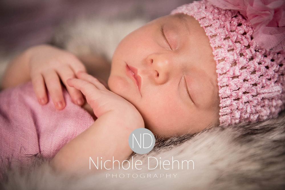 cedar-valley-iowa-photographer-newborn-nichole-diehm-photography-brielle125.jpg