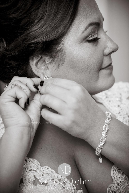 Cedar-Falls-Wedding-Photographer-John-Katie-Hilton-Garden-Inn-St-Eds-Church104.jpg