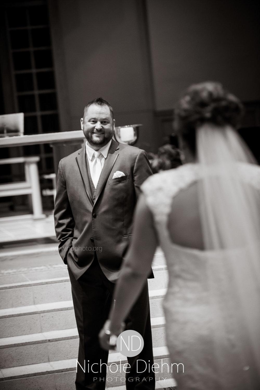 Cedar-Falls-Wedding-Photographer-John-Katie-Hilton-Garden-Inn-St-Eds-Church121.jpg