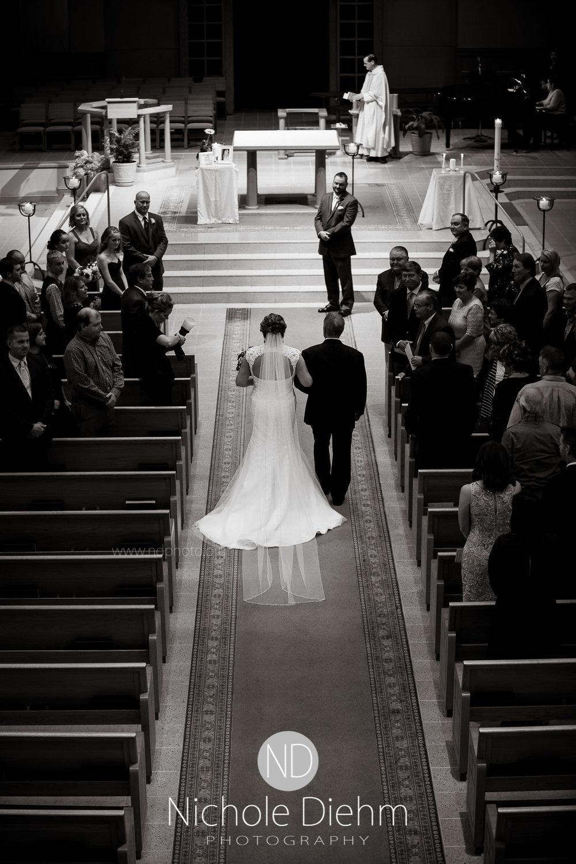 Cedar-Falls-Wedding-Photographer-John-Katie-Hilton-Garden-Inn-St-Eds-Church201.jpg