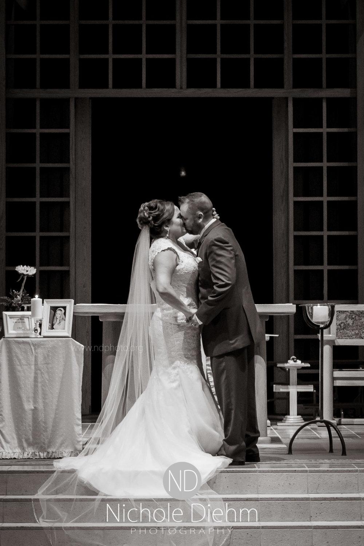 Cedar-Falls-Wedding-Photographer-John-Katie-Hilton-Garden-Inn-St-Eds-Church234.jpg