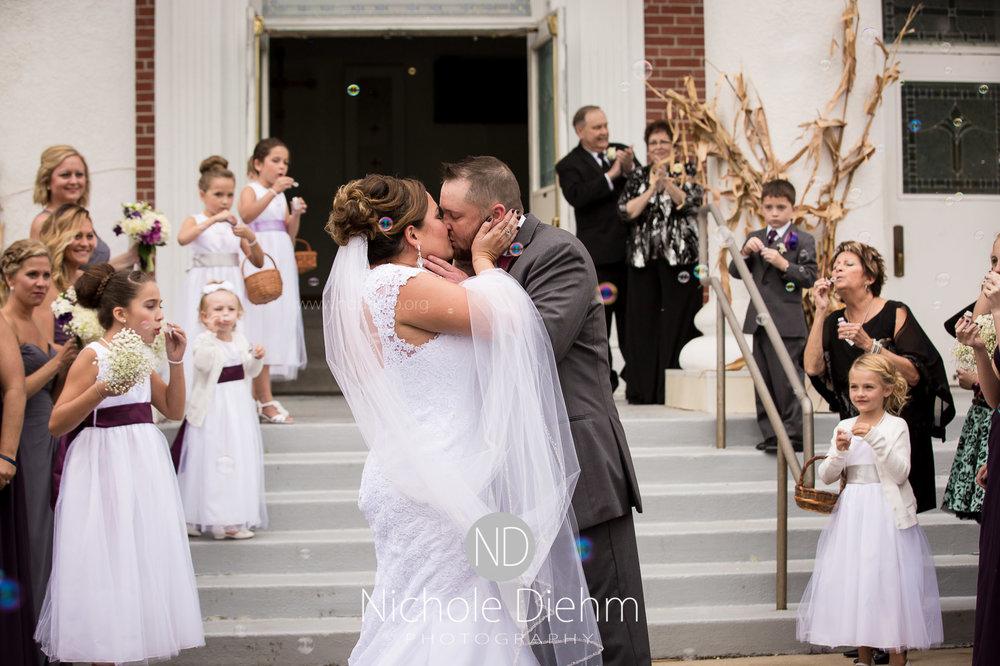 Cedar-Falls-Wedding-Photographer-John-Katie-Hilton-Garden-Inn-St-Eds-Church254.jpg