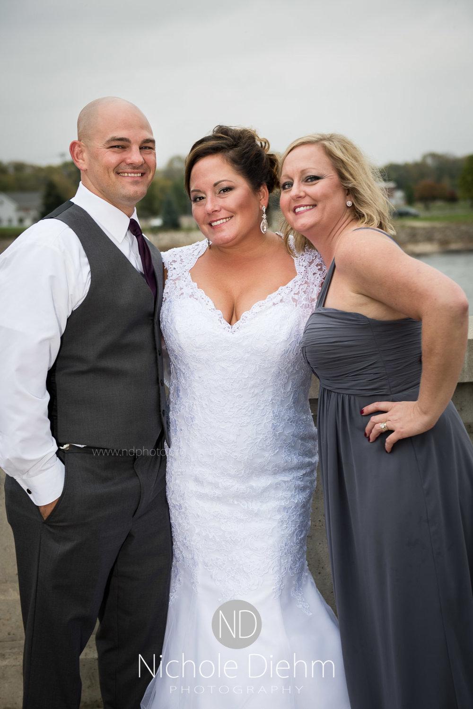 Cedar-Falls-Wedding-Photographer-John-Katie-Hilton-Garden-Inn-St-Eds-Church339.jpg