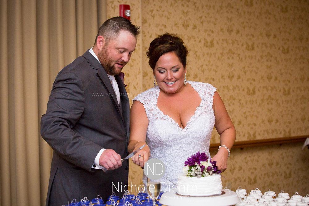Cedar-Falls-Wedding-Photographer-John-Katie-Hilton-Garden-Inn-St-Eds-Church398.jpg