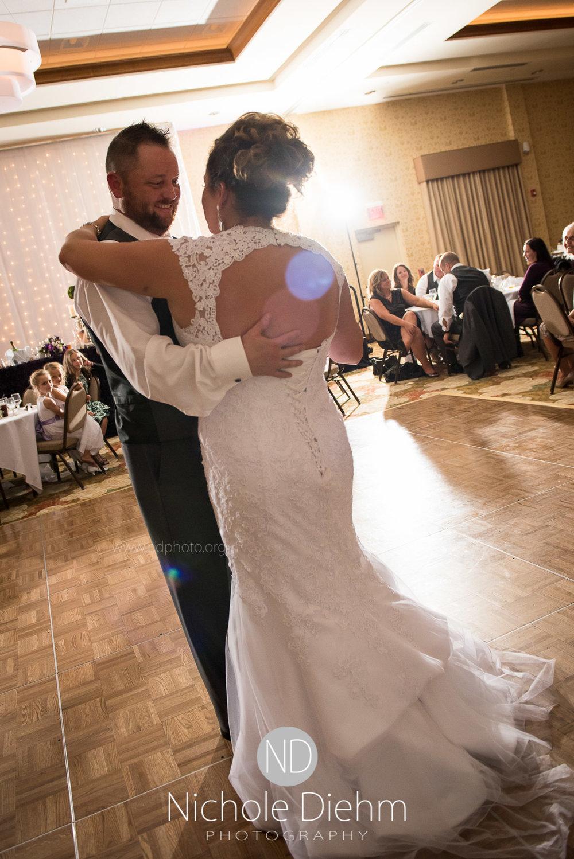 Cedar-Falls-Wedding-Photographer-John-Katie-Hilton-Garden-Inn-St-Eds-Church443.jpg
