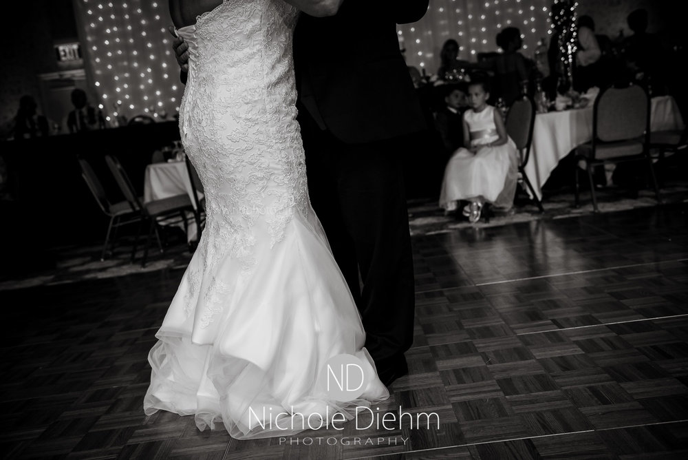 Cedar-Falls-Wedding-Photographer-John-Katie-Hilton-Garden-Inn-St-Eds-Church456.jpg