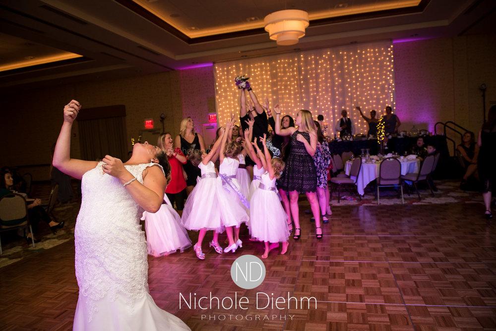 Cedar-Falls-Wedding-Photographer-John-Katie-Hilton-Garden-Inn-St-Eds-Church480.jpg