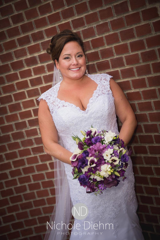 Cedar-Falls-Wedding-Photographer-John-Katie-Hilton-Garden-Inn-St-Eds-Church258.jpg