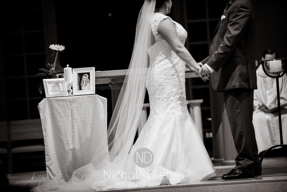Cedar-Falls-Wedding-Photographer-John-Katie-Hilton-Garden-Inn-St-Eds-Church220.jpg